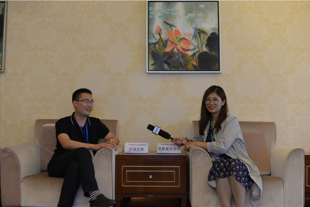 北京方信立华科技有限公司副总经理张圣强(左)